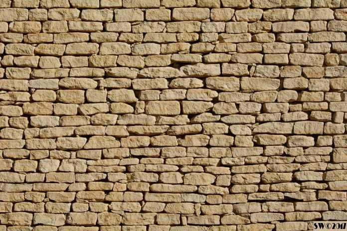 Gordes Wall