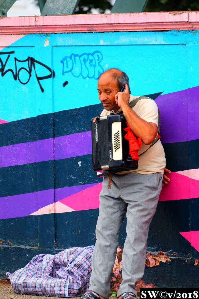 Accordionist (phones)