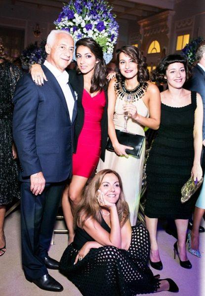 Владимир Спиваков с женой и дочерьми