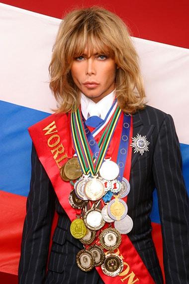 Сергей Зверев и его награды. Фото