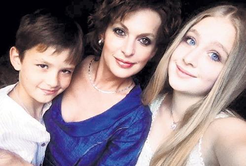 Жена Сергея Бодрова с детьми. Фото
