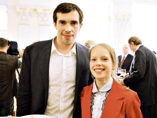 Павел Дацюк с дочкой Лизой
