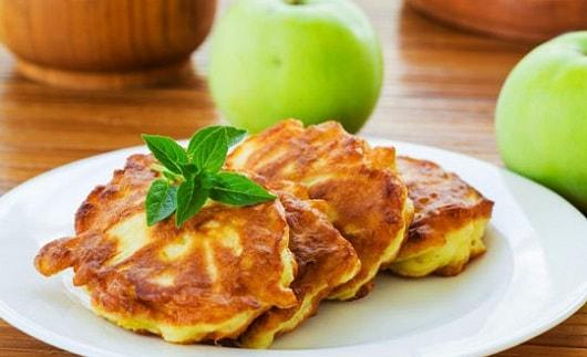 Оладьи с яблоками на кефире