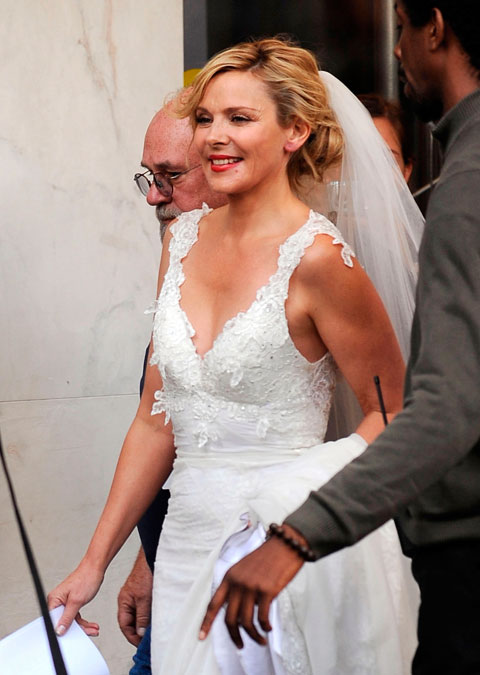 PHOTOS Kim Cattrall in a wedding dress Is Samantha Jones