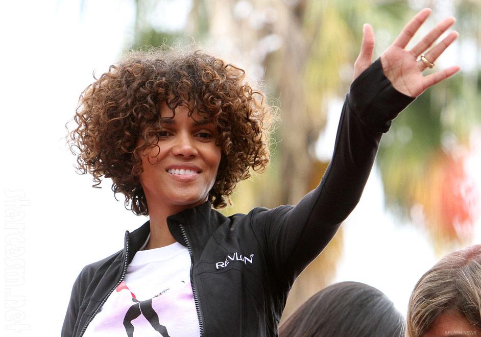 PHOTOS Halle Berrys curly hair extensions at 2012 EIF Revlon RunWalk  starcasmnet