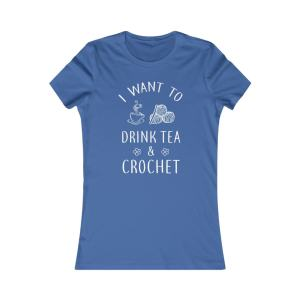 I want to drink tea and crochet tank t-shirt