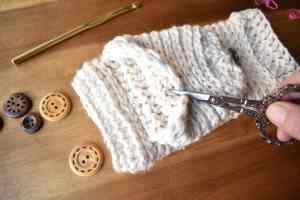 tabby-star-crochet-mittens-assembly