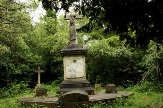 Barnes Cemetery, London 018