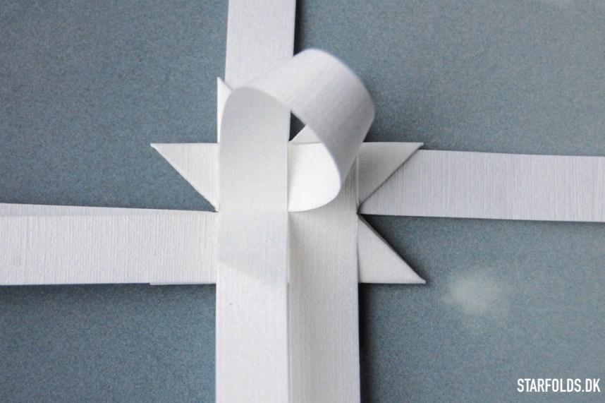 Trin 4 Vend stjernen og gentag trin 1-3 på din flade julestjerner ud af flettestrimler