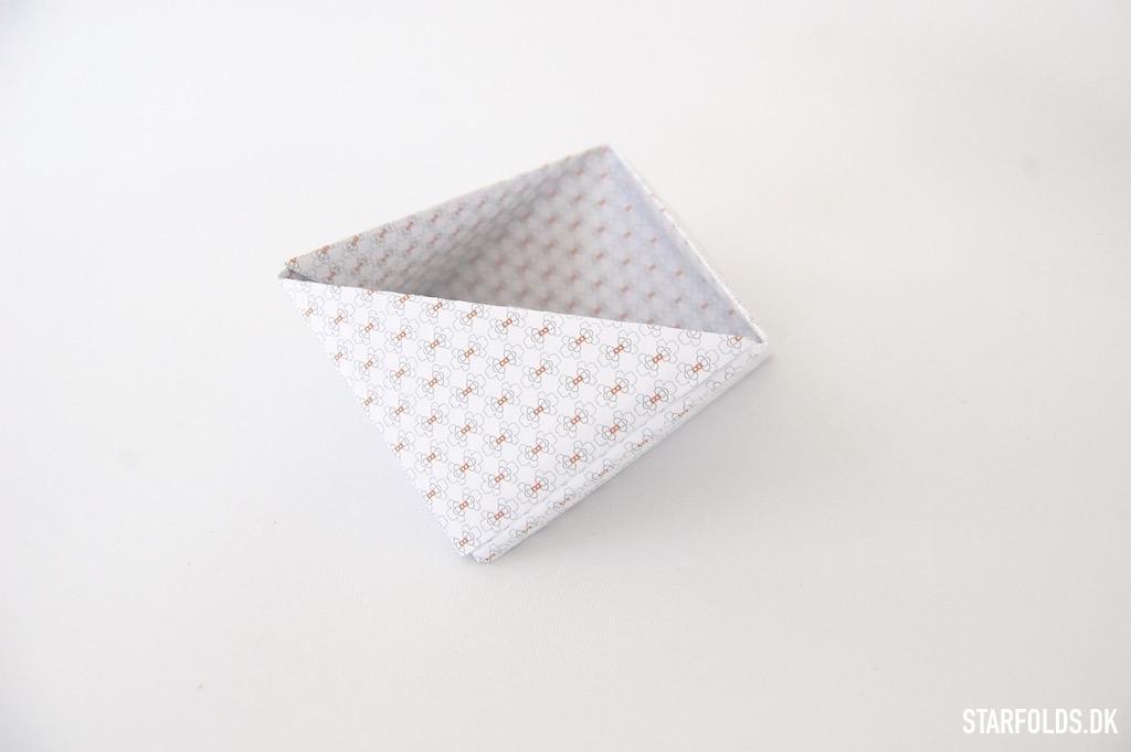Fold geometriske æsker i papir