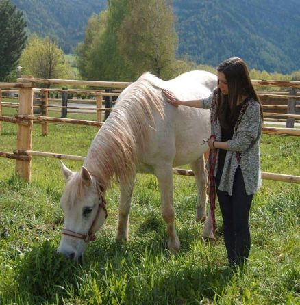 Tabea mit ihrem Pferd (Foto: Tabea Berger)
