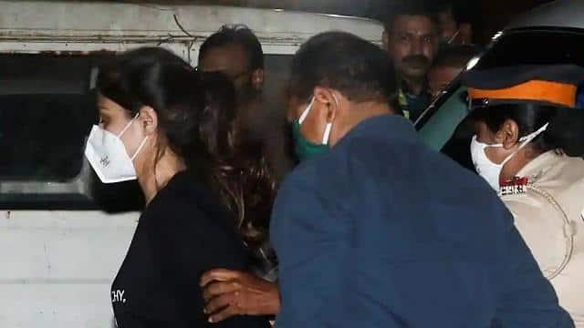 Rhea Chakraborty Arrested Live Updates:रिया चक्रवर्ती को 14 दिनों की न्यायिक हिरासत में भेजा गया