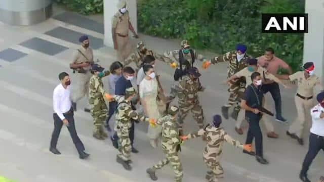 LIVE: शिवसेना से तकरार के बीच Y श्रेणी की सुरक्षा में कंगना रनौत आ रही हैं मुंबई, मोहाली एयरपोर्ट पहुंचीं