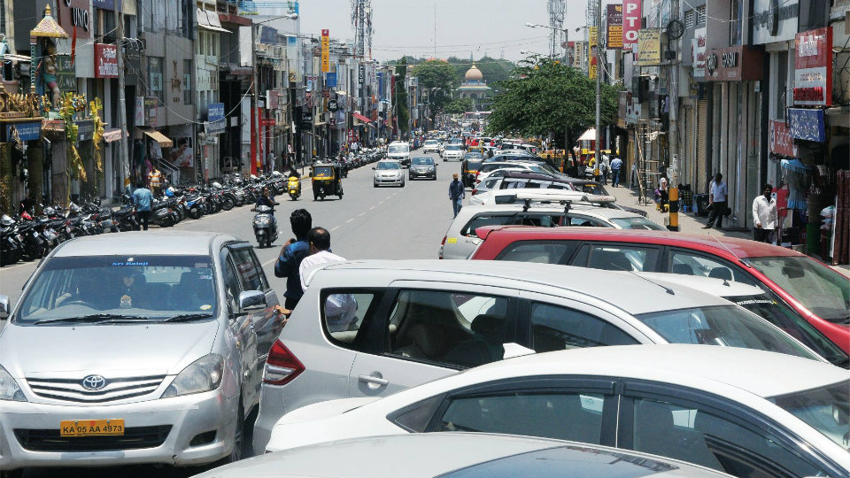 Urs Road, Sayyaji Rao Road to be No Parking Zones soon