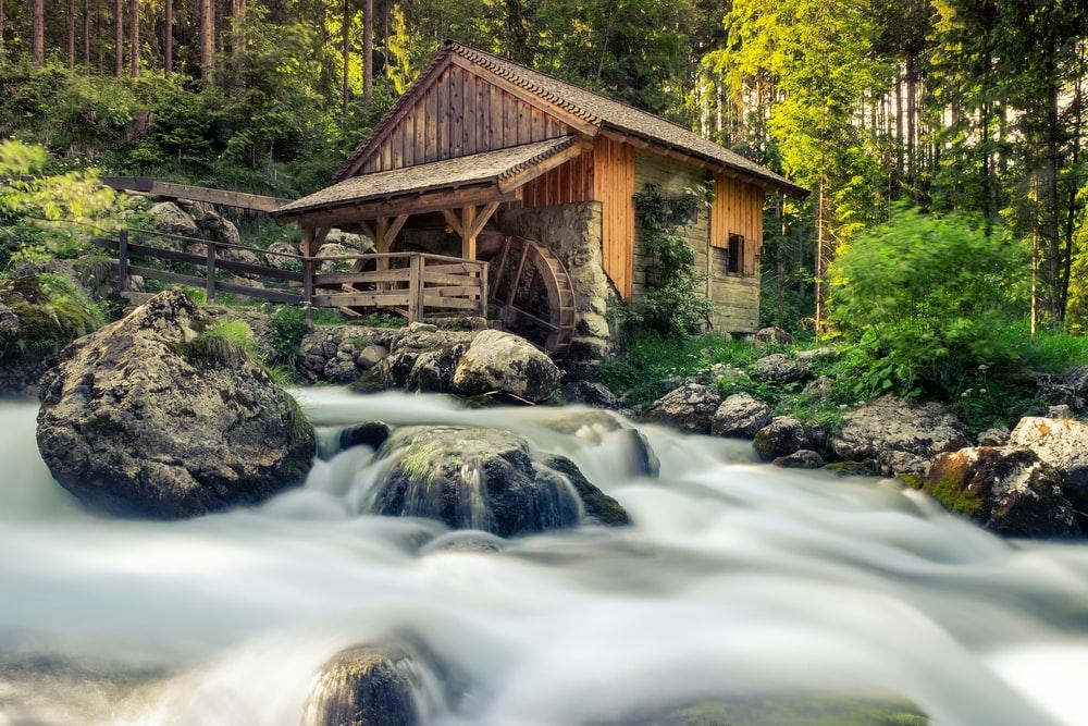 housenearby river