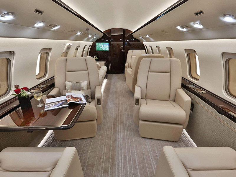 Bombardier Challenger 605 Private Jet Hire