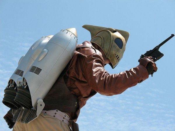 Rocketeer punch a nazi