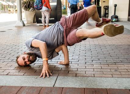 Jeff Finley breakdancing