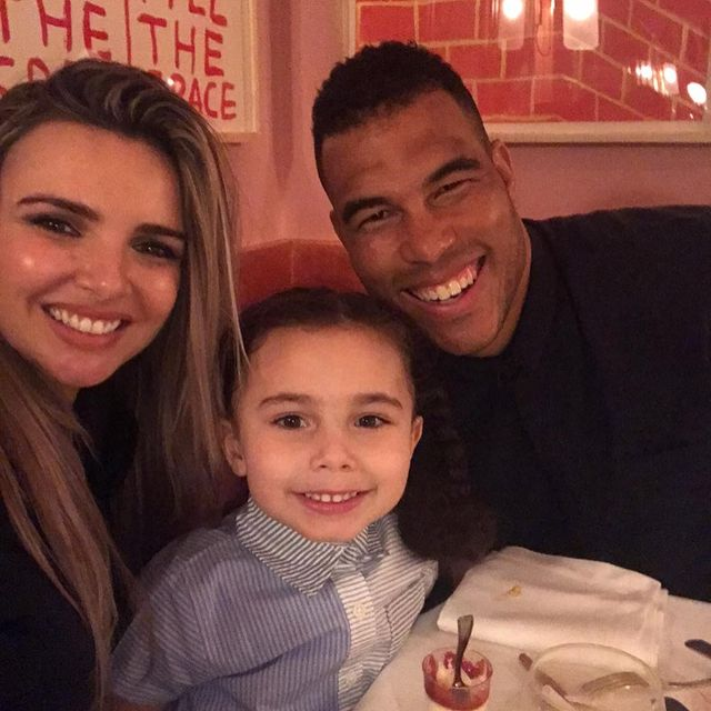 Anaíya-Bell-with-her-mother-and-father-image