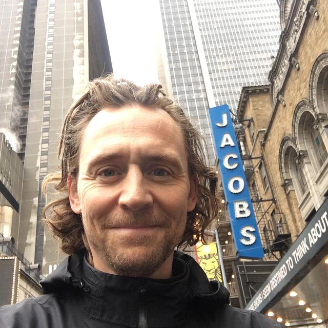 Tom-Hiddleston-bio