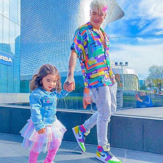 Carlos-Feria-with-his-daughter