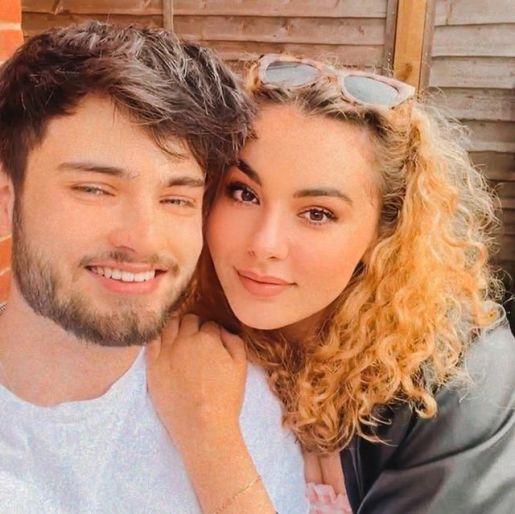 Phoeberry-with-her-boyfriend