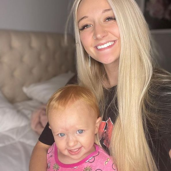 Tasia-Alexis-with-her-daughter