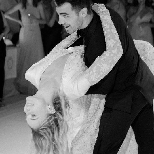Joe-Jonas-with-his-wife