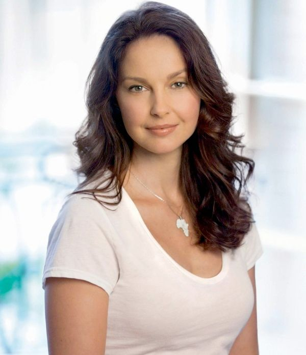 How Tall Ashley Judd