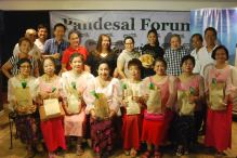 senior-citizens-association-of-kamuning-offered-support-for-mmff-films-like-sunday-beauty-queen-at-pandesal-forum-of-kamuning-bakery-cafe