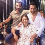 rohit-roy-with-his-mother-and-brother