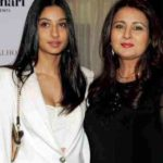 Poonam Dhillon With Her Daughter