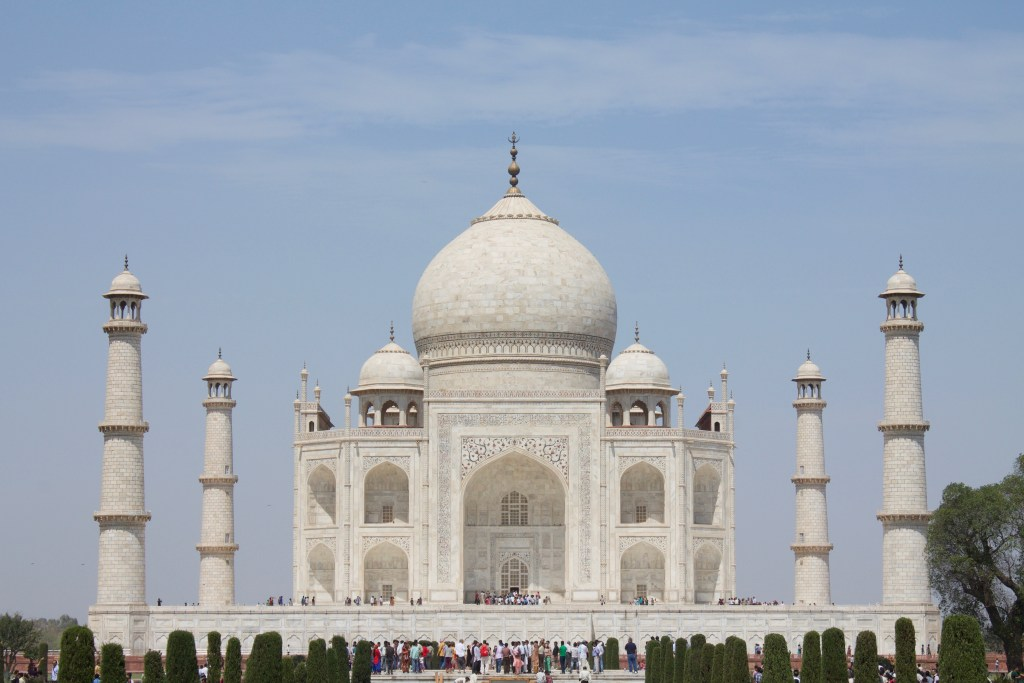 Taj mahal with towers