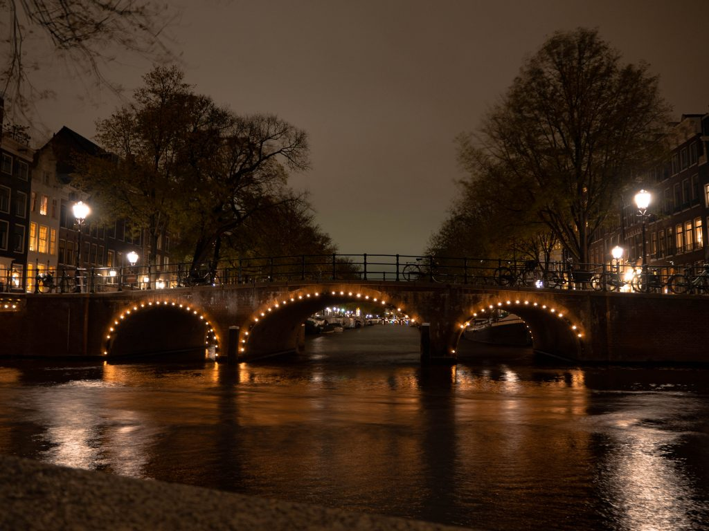 amsterdam photo canals at night
