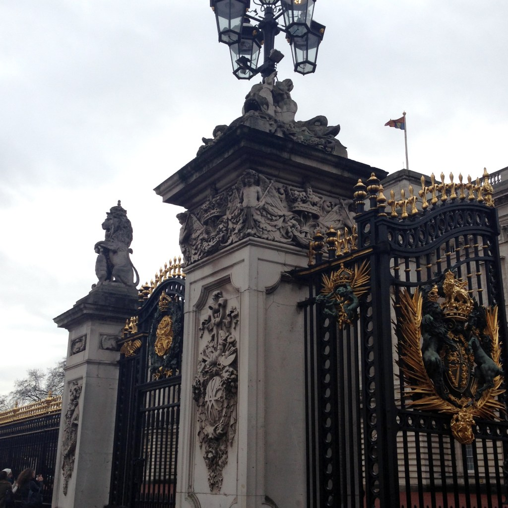 Buckingham palace london travel guide