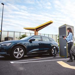 Waarom schommelt brandstofprijs wel, maar die van elektrisch laden niet?
