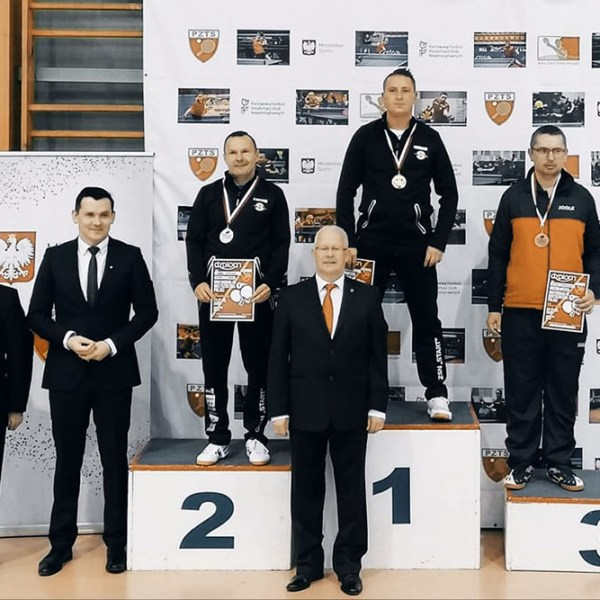 Fira-Chybiński-podium-1-1000-667
