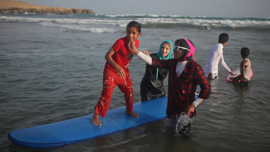WAVES OF FREEDOM - Surf en Iran