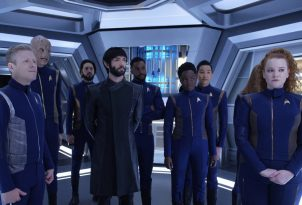 """""""Such Sweet Sorrow"""" -- Ep#213 -- Pictured (l-r): Anthony Rapp as Stamets; Doug Jones as Saru; Shazad Latif as Tyler; Ethan Peck as Spock; Ronnie Rowe as Bryce; Oyin Oladejo as Owosekun; Patrick Kwok-Choon as Rhys; Mary Wiseman as Tilly of the CBS All Access series STAR TREK: DISCOVERY. Photo Cr: Ben Mark Holzberg/CBS ©2018 CBS Interactive, Inc. All Rights Reserved."""