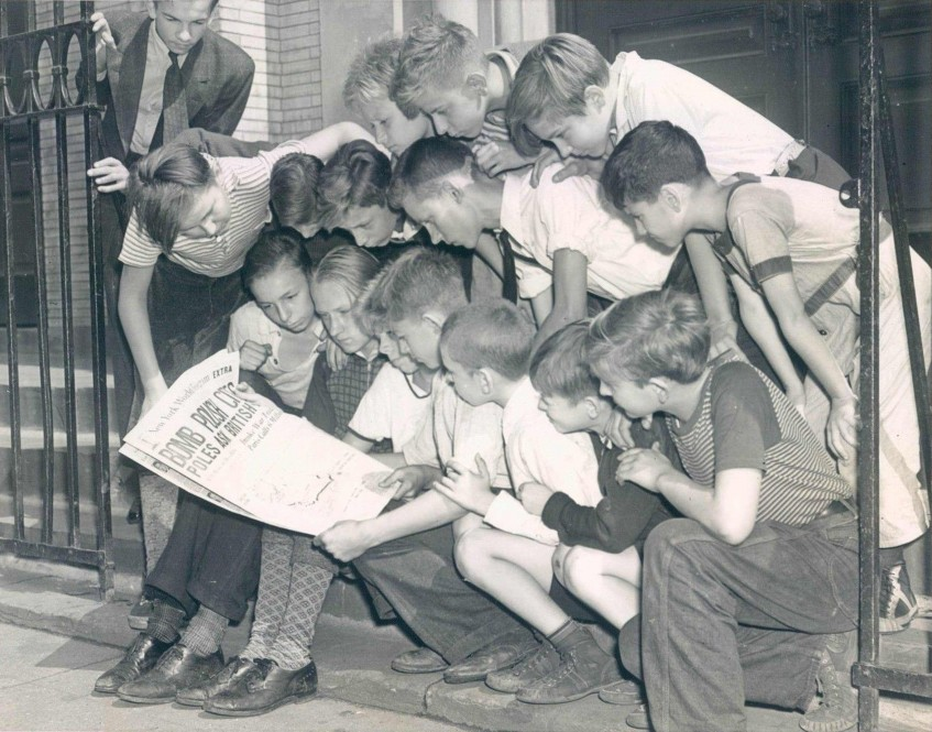 Reading-the-war-news-ina-Polish-neighborhood-NYC-1939-9-5