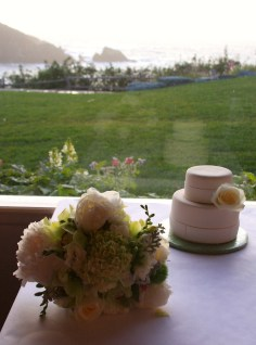 Bridal-bouquet-wedding-cake-island-5561