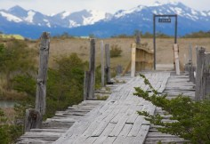 Mountain-peaks-bridge-posts-3844