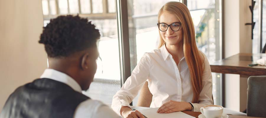 Bewerbungsgespräch Tipps Selbstvertrauen (Bild: Pexels)