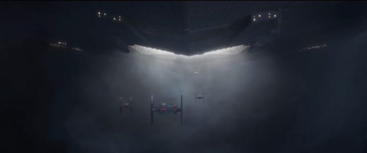 Uit de hangar van de Star Destroyer komen verschillende TIE Fighters tevoorschijn. Naast een aantal standaard modellen zien we ook een nieuw model met een extra compartiment . Opvallend is de rode verlichting in de cock-pits van de TIEs.