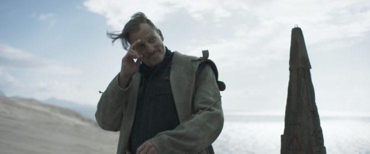 En dan krijgen we de eerste beelden van Woody Harrelson's personage. Hij lijkt een vriendelijk figuur.
