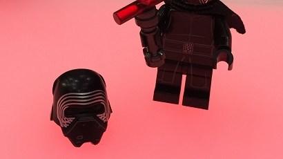 #shortcut: So sieht der LEGO Star Wars Kylo Ren ohne Helm aus