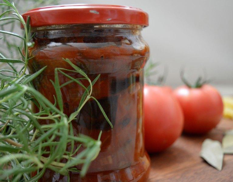 Grzyby w sosie pomidorowym
