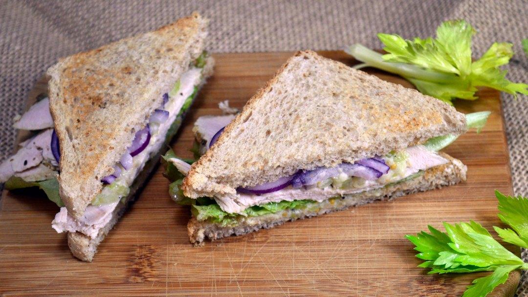 Sandwich z indykiem i selerem naciowym