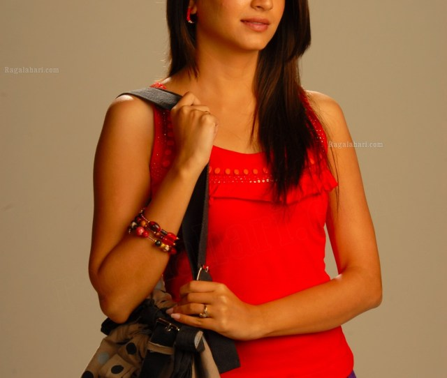 Kriti Kharbanda Hi Res Image  Tollywood Actress Gallerystills Heroines Hot Actress Photos