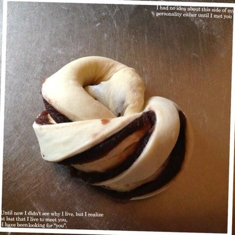 次男のパン屋さん。〜あんこのねじりパンの成形の寫真工程〜 | ゆーママ(松本有美) オフィシャルブログ ...